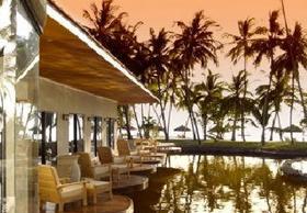 hotel-pool